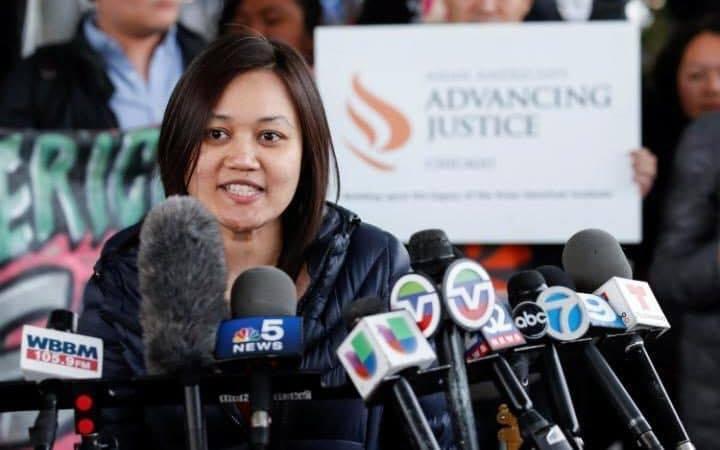 Người Việt ở Mỹ lên tiếng mạnh mẽ vụ bác sĩ bị kéo lê trên máy bay
