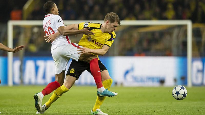 Dortmund bị đánh bom: UEFA hám tiền, vô nhân đạo