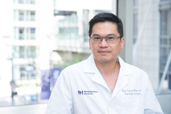Bác sĩ gốc Việt từng cứu sống CEO United Airlines