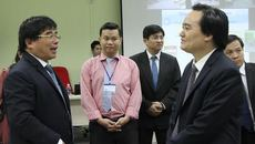Giảng viên hỏi Bộ trưởng Phùng Xuân Nhạ cách mạng 4.0 là gì?