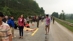 Tai nạn nghiêm trọng: 2 mẹ con tử vong, 2 học sinh bị thương nặng