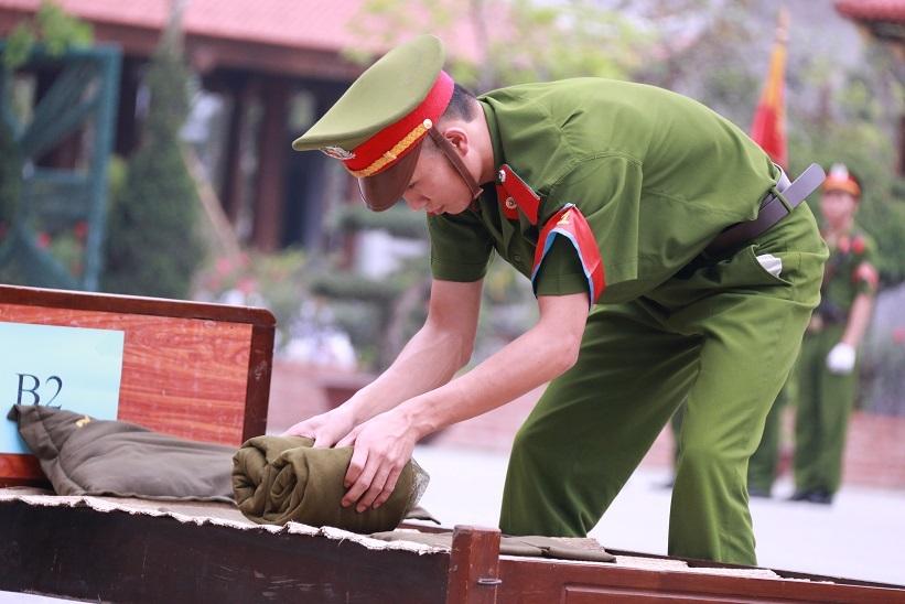 Xem màn huấn luyện bài bản của học viên trường cảnh sát