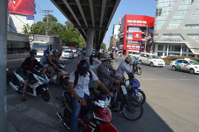 Dự báo thời tiết 14/4: Trời Sài Gòn nóng 40 độ
