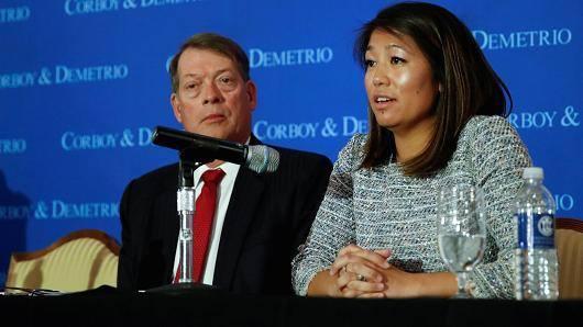 Luật sư của BS David Dao: United Airlines đã bắt nạt chúng tôi