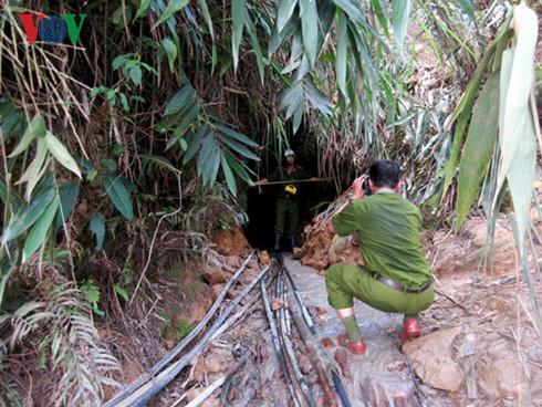 Náo loạn khai thác vàng trái phép tại mỏ vàng Bồng Miêu