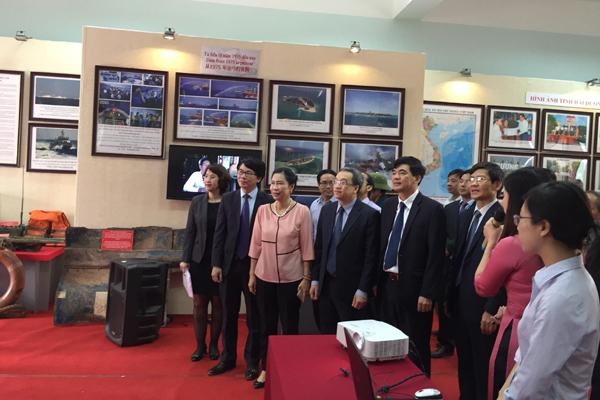 Khai mạc ngày sách VN và triển lãm tư liệu chủ quyền tại Hải Dương