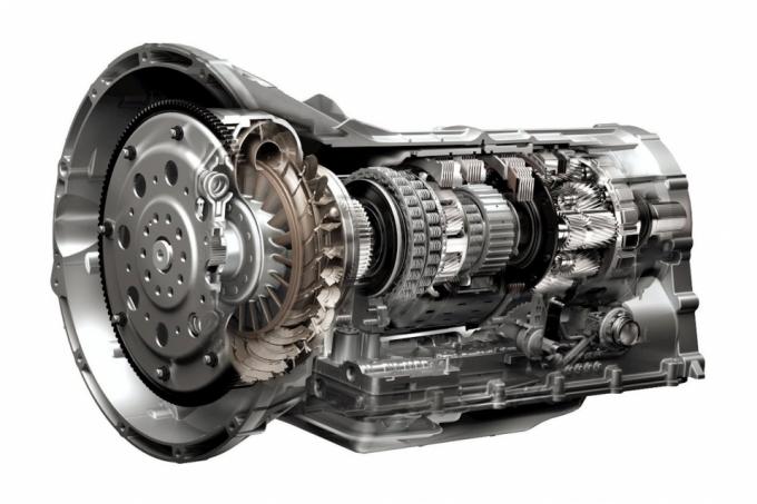 Bốn điều cần tránh khi lái xe tự động