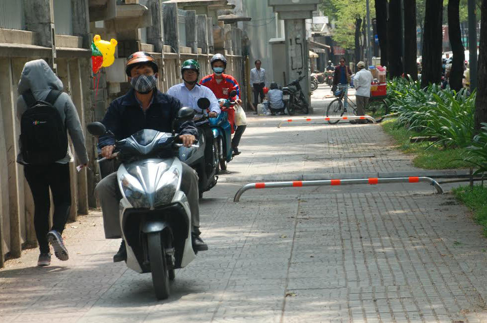 cán bộ trật tự đô thị, chiến dịch giành lại vỉa hè, vìa hè Sài Gòn, hành hung cán bộ, chống người thi hành công vụ, lấn chiếm vỉa hè