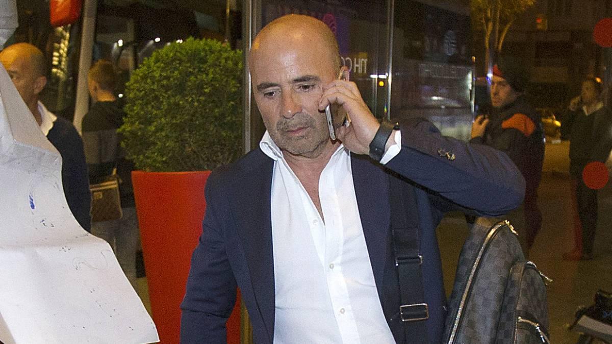 Diego Costa ở lại Chelsea, Milan náo loạn châu Âu