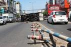 Xe tải tông xe máy rồi lật ngang, đôi vợ chồng nguy kịch