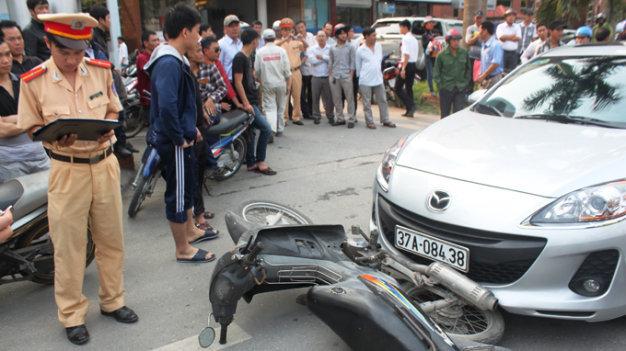 Lái xe gây tai nạn, người ngồi sau có phải chịu trách nhiệm?