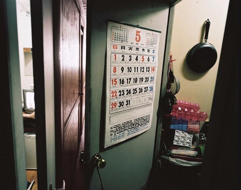 Sinh viên Hàn Quốc nhốt mình trong căn phòng siêu nhỏ để ôn thi