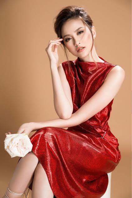 Hoa khôi Khánh Ngân đẹp kiêu kì với đầm kim sa lấp lánh