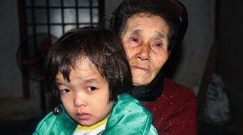 Cụ già 85 tuổi xin cứu con gái bị ung thư phổi