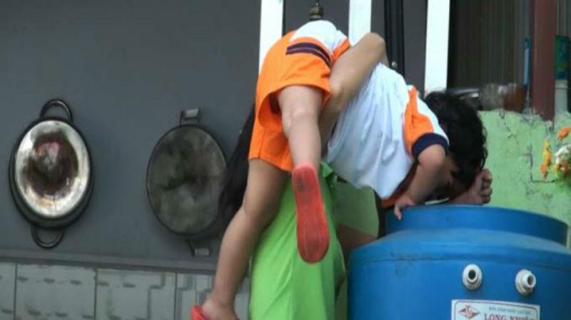 Cháu bé 2 tuổi tử vong do cắm đầu vào thùng nước