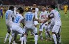 """Trọng tài """"quên"""" thổi 11m, Hà Nội FC thắng SLNA ở phút 90+5"""