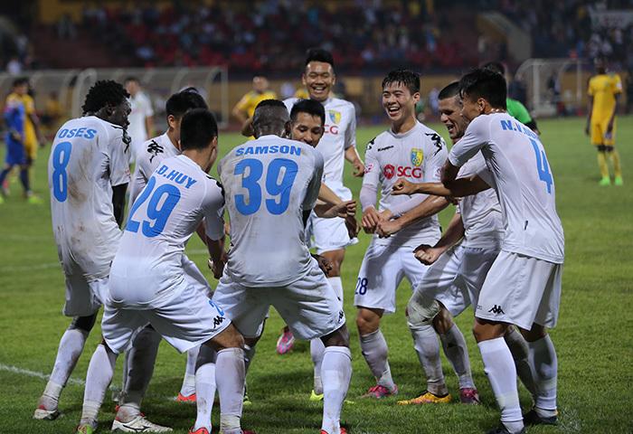 Samson ăn mừng điệu Gangnam Style, Hà Nội FC không kiện trọng tài
