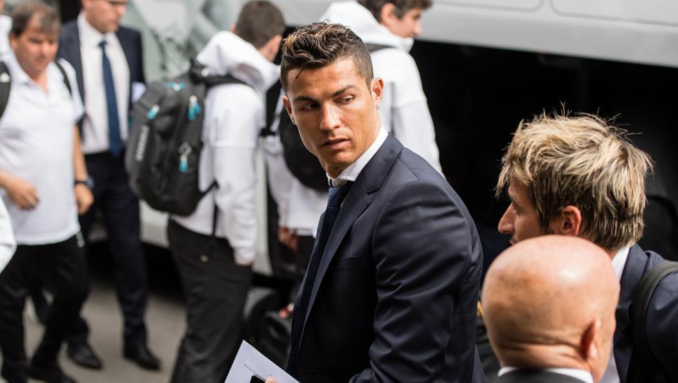 Ronaldo chi đậm để thoát tội hiếp dâm?