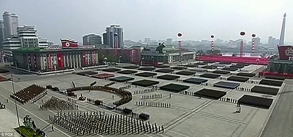 Hình ảnh Triều Tiên rầm rộ duyệt binh, dọa 'thiêu đốt' Mỹ