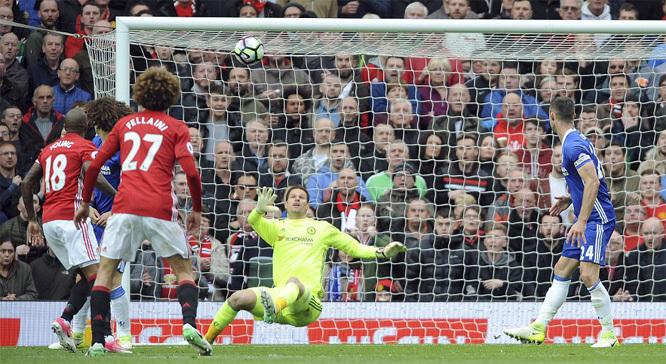 Mourinho 'quái chiêu', MU vùng lên quật ngã Chelsea