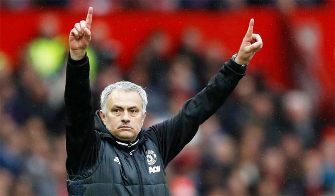 Mourinho hả hê: MU chiến thuật hay thế, Chelsea đỡ sao nổi!