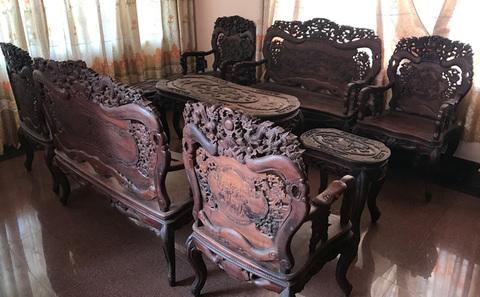 """Hai bộ bàn ghế """"long, lân, quy, phụng"""" giá 10 tỷ đồng"""
