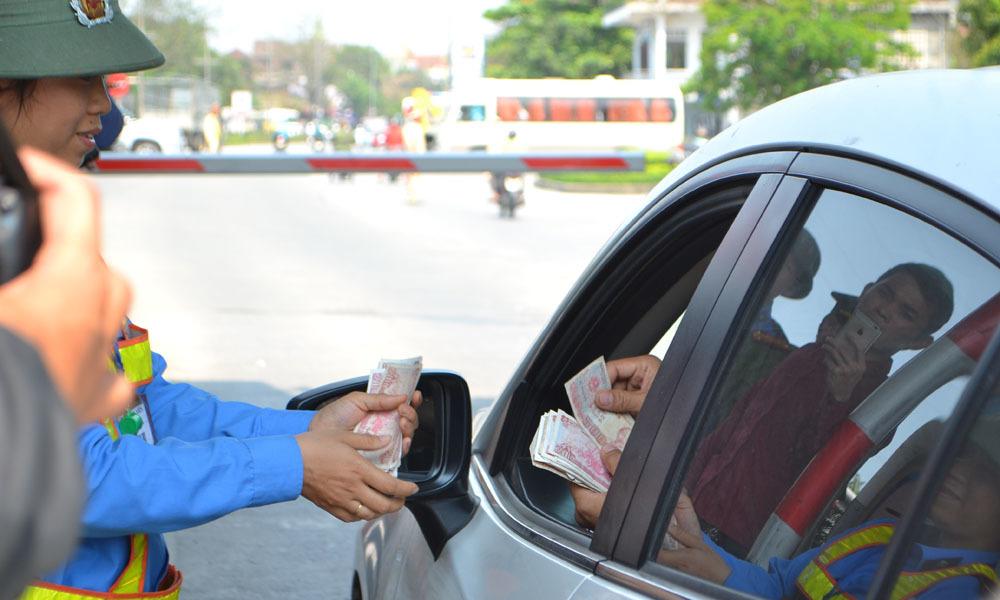 Chặn quốc lộ thu phí BOT: Mất tiền vô lý, người dân bức xúc