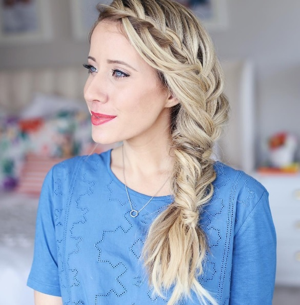 Học Mai Phương Thúy, Ngọc Trinh tết tóc sóng nước xinh như công chúa