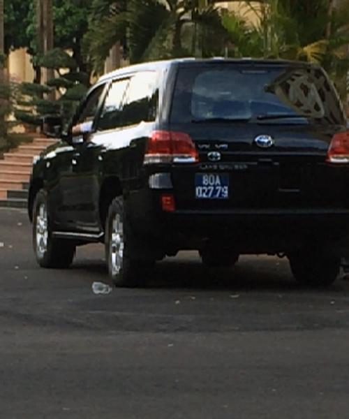 Land Cruiser V8 biển 80A, xe biển xanh, Đắk Lắk, doanh nghiệp tặng xe, tặng xe tiền tỷ