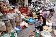 Xế hộp, chợ cóc rộn ràng tái chiếm vỉa hè Hà Nội