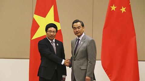 Phó Thủ tướng Phạm Bình Minh gặp Ngoại trưởng TQ