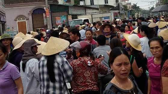 Hàng trăm người đuổi bắt phụ nữ nghi thôi miên trộm tài sản