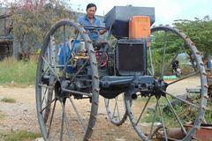 Nông dân lớp 9 chế máy đa chức năng xuất khẩu sang Campuchia