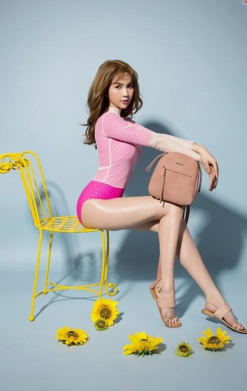 Ngọc Trinh khoe trọn đường cong với bikini mùa hè tinh nghịch