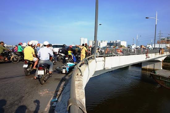 2 thanh niên rơi xuống cầu gặp nạn có phải là 'chuyện hy hữu'?