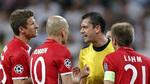 """Quá uất ức, sao Bayern quây """"xử"""" trọng tài trong đường hầm"""