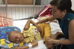 Nỗi đau giằng xé của cô bé mắc bệnh ung thư máu