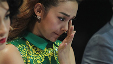 Minh Hằng bật khóc trước tin Hà Hồ chèn ép rút khỏi The Face