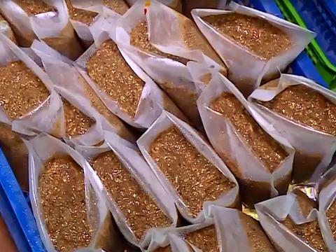 8 tấn cua xay bốc mùi thối chuẩn bị tiêu thụ ở chợ Hà Nội