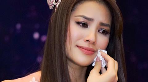 Phạm Hương khóc khi bất ngờ gặp lại mẹ ở quê nhà Hải Phòng