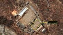 Người Triều Tiên chơi bóng chuyền giữa bãi thử hạt nhân