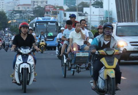 Xích lô điện ở Nha Trang: 'Ngồi khóc' vì không có 7,5 triệu vay nóng