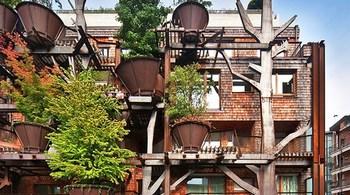 """Kiến trúc có 1 không 2: 150 cây xanh """"ôm trọn"""" tòa nhà"""