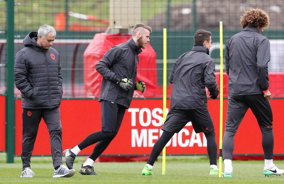 "Mourinho ""đổi kèo"" khiến Real điêu đứng vụ De Gea"