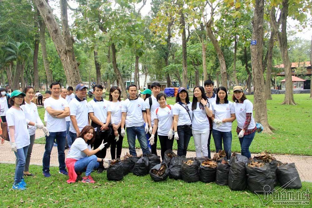 Đại sứ mỹ, Ted Osius, Đại sứ Mỹ nhặt rác, Ngày Trái Đất