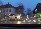 Giúp cụ già qua đường nhưng bất cẩn gây tai nạn