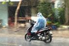Sài Gòn xuất hiện mưa 'vàng' giải nhiệt