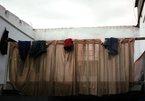 Giông lốc bất ngờ, nhiều nhà dân ở Sài Gòn bị sập tường, tốc mái