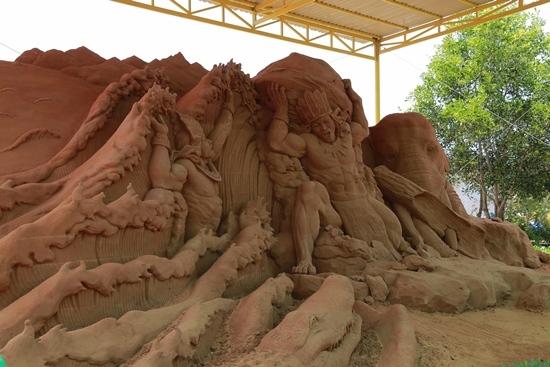 'Ngọc Hoàng' Quốc Khánh thành hình mẫu sáng tác tượng cát