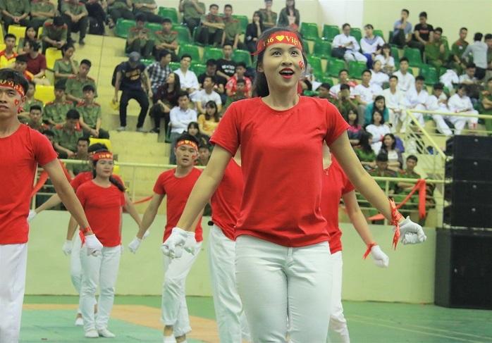 Mãn nhãn vũ điệu sôi động của nữ học viên các trường công an
